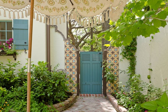 How To Add A Pop Of Color To Your Outdoor Space With