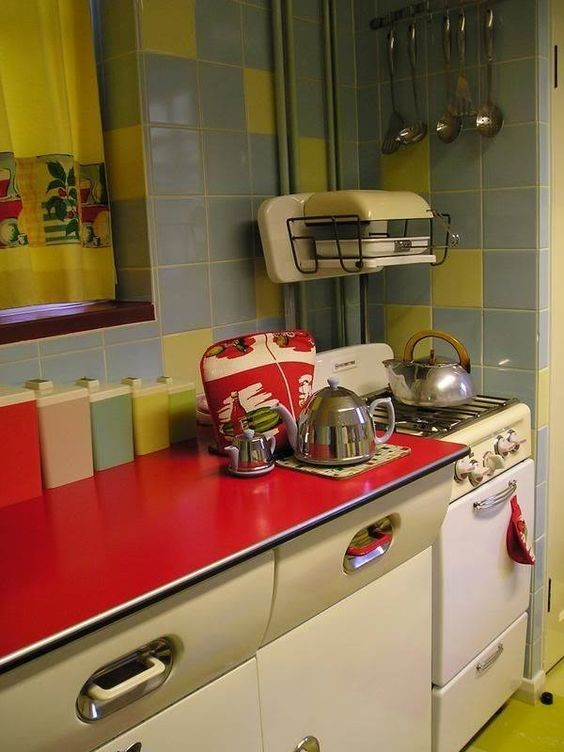 1960s kitchen using ceramic tiles