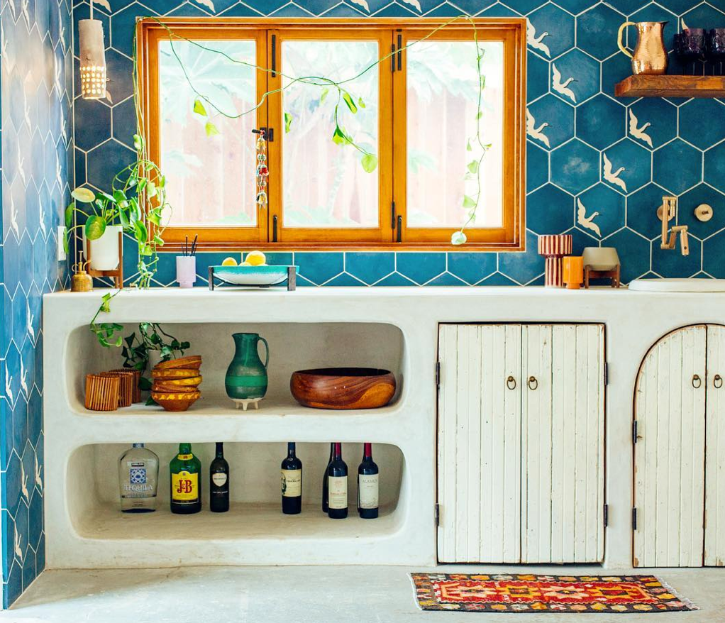 Granada Tile's hexagon tiles, Egret, designed by Justina Blakeney. Photo by @justinablakeneyhome