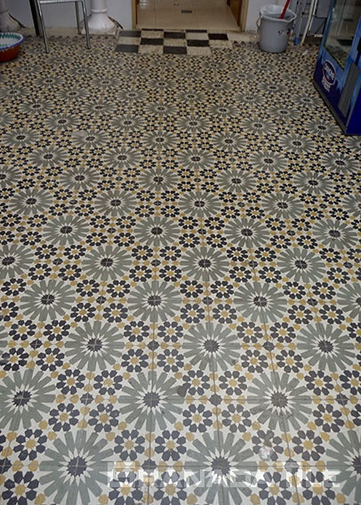 Mauresque star patterns concret tile floor